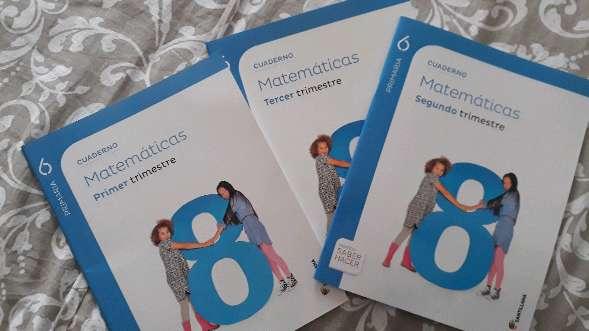 Imagen cuaderno de matematicas y libro de frances