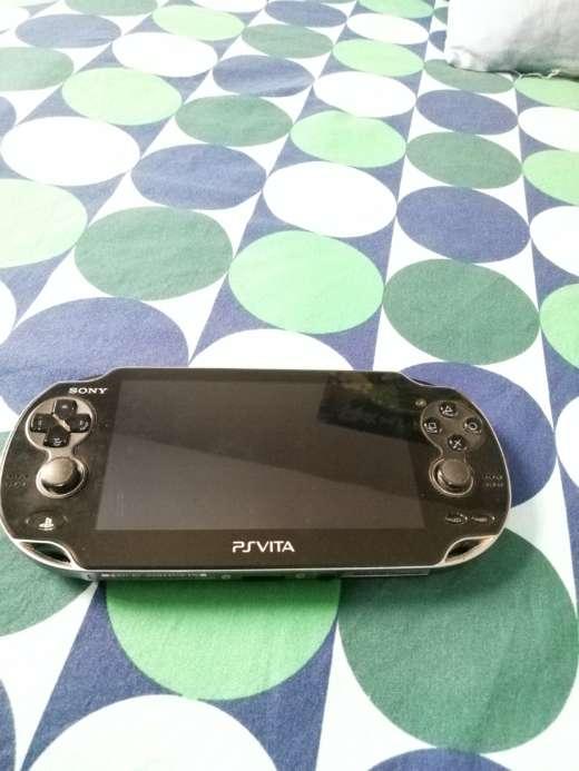 Imagen PS Vita con funda y 4 juegos