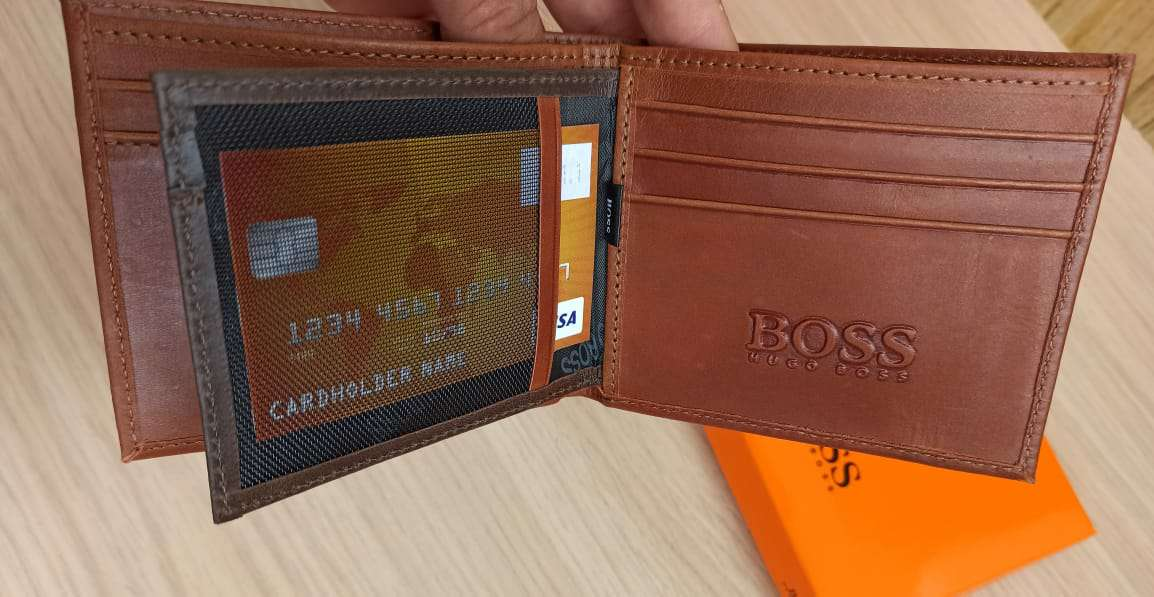 Imagen producto Billetera Hugo Boss En Cuero  5