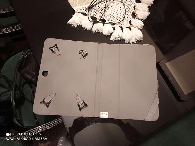 Imagen producto Tablet con funda en perfecto estado 4