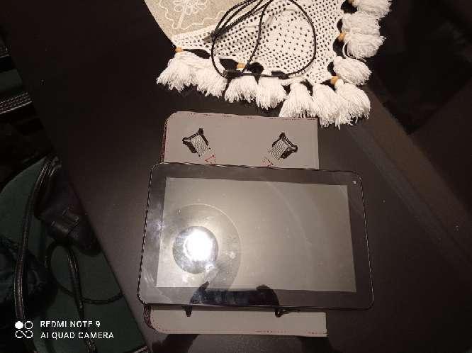 Imagen producto Tablet con funda en perfecto estado 5