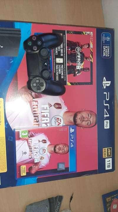 Imagen Playstation 4 PRO 1TB 4K EN SU CAJA
