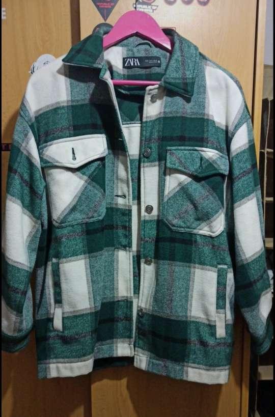 Imagen abrigo de cuadros verde