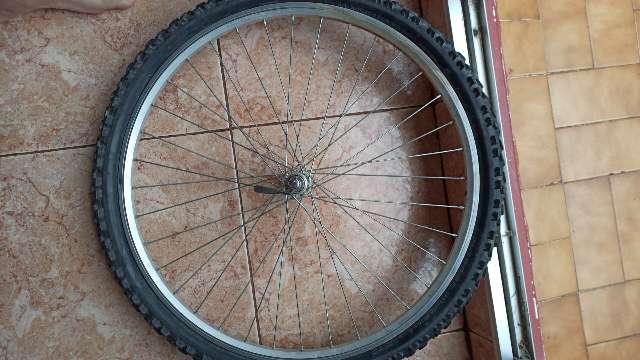 Imagen rueda de bici delantera