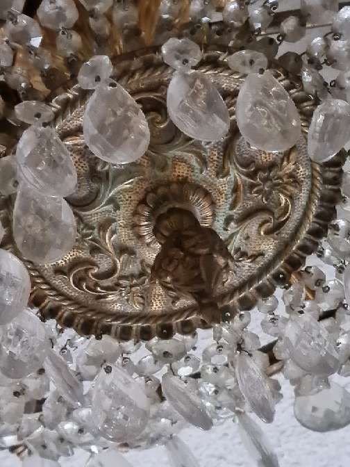 Imagen Maravillosa lámpara de cristales en forma de lágrimas