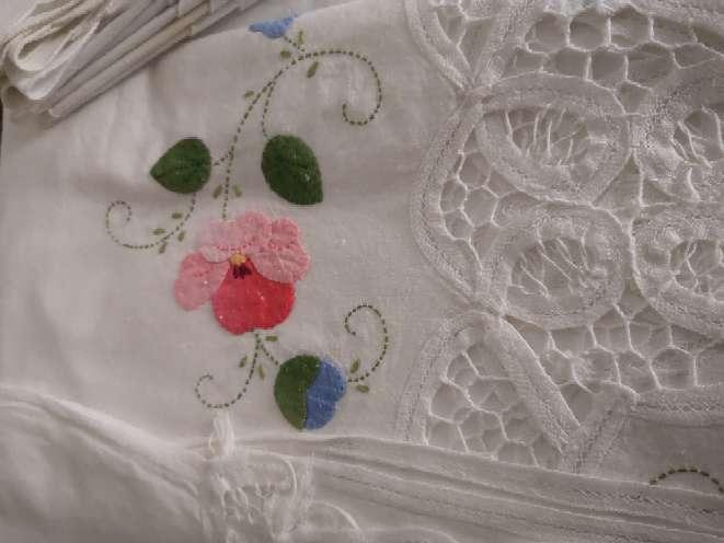 Imagen producto Mantel flores bordado  5