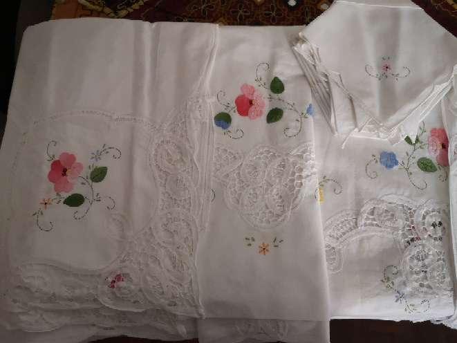 Imagen Mantel flores bordado