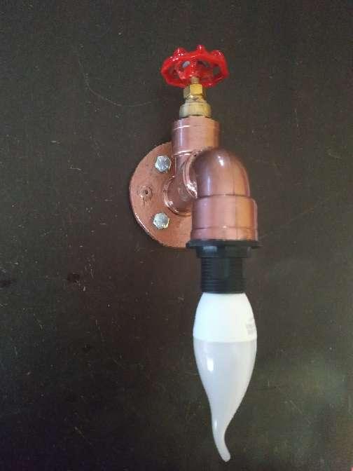 Imagen producto Lampara grifo bronce decoración industrial incluye Lámpara grifo+ bombilla+ tornillos y tacos para anclaje..... 1