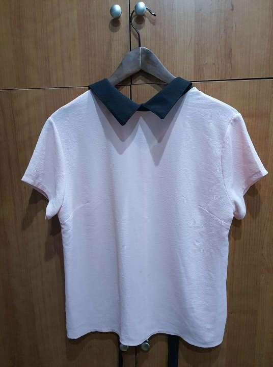 Imagen Camisa rosa con cuello