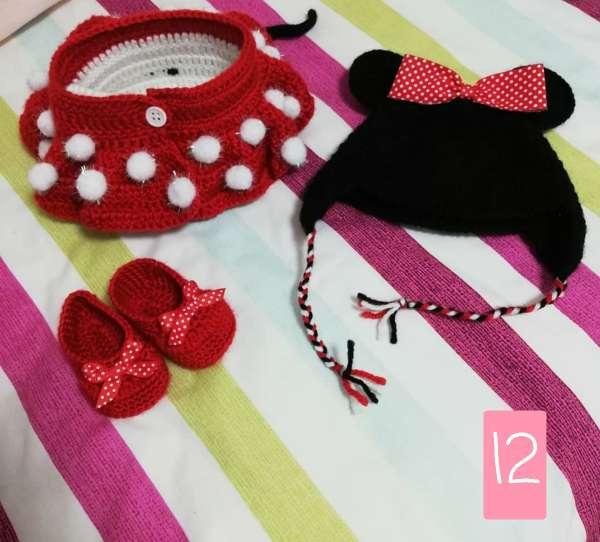 Imagen ropa de bebe de minnie hecha a mano con lana. BLACK FRIDAY REBAJAS