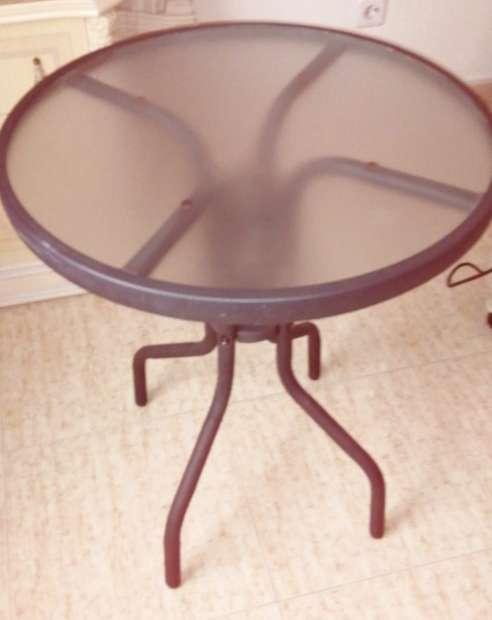 Imagen mesa hierro y cristal