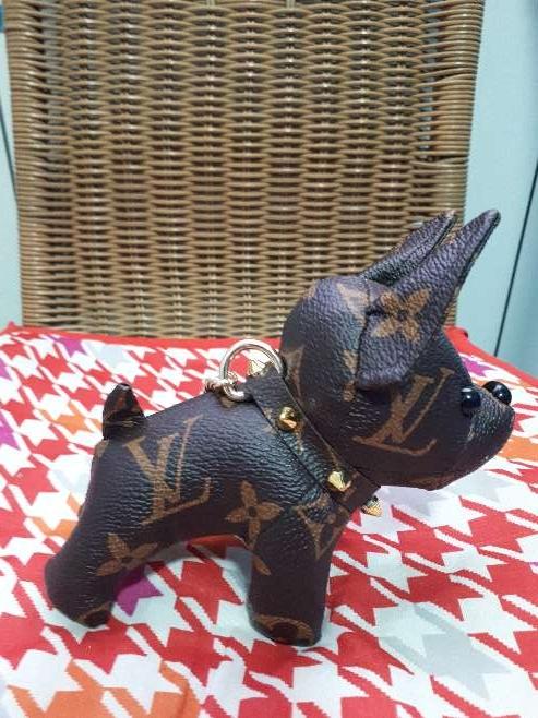 Imagen producto Llavero perrito bulldog francés Louis Vuitton  3