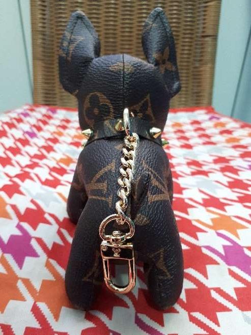 Imagen producto Llavero perrito bulldog francés Louis Vuitton  4