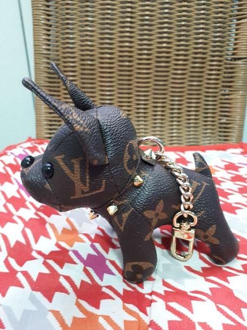 Imagen producto Llavero perrito bulldog francés Louis Vuitton  2
