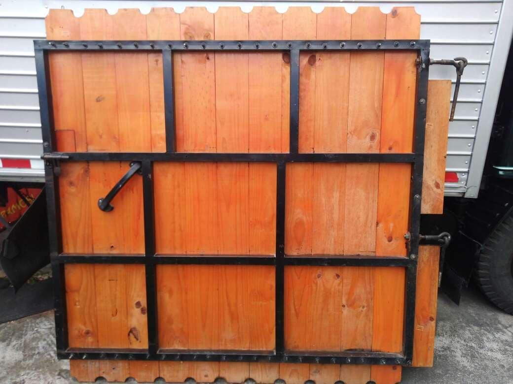 Imagen producto Puerta de Madera, precio negociable 3