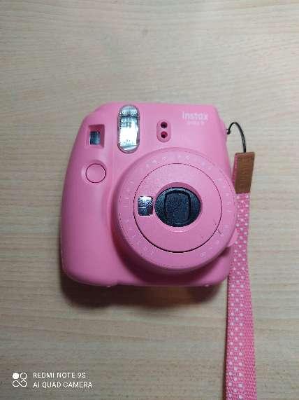 Imagen cámara instax mini 9 con funda
