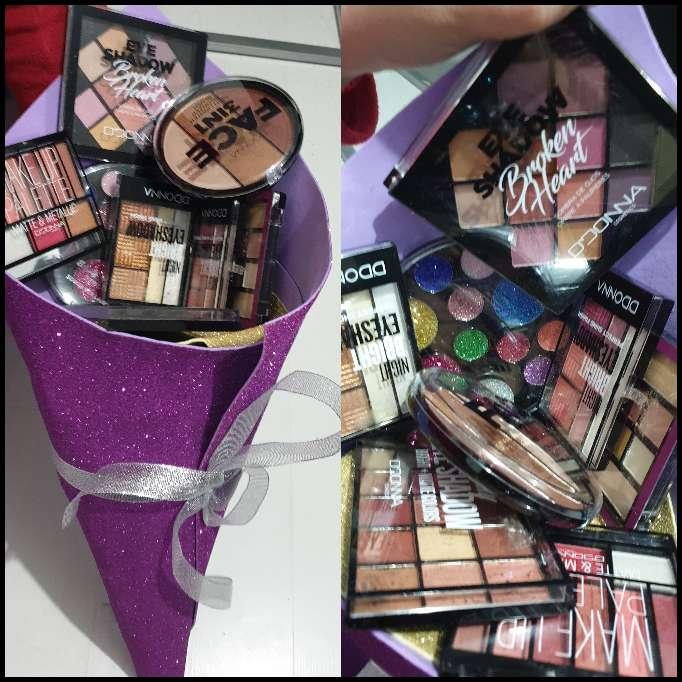 Imagen ramo de cosmeticos para regalos