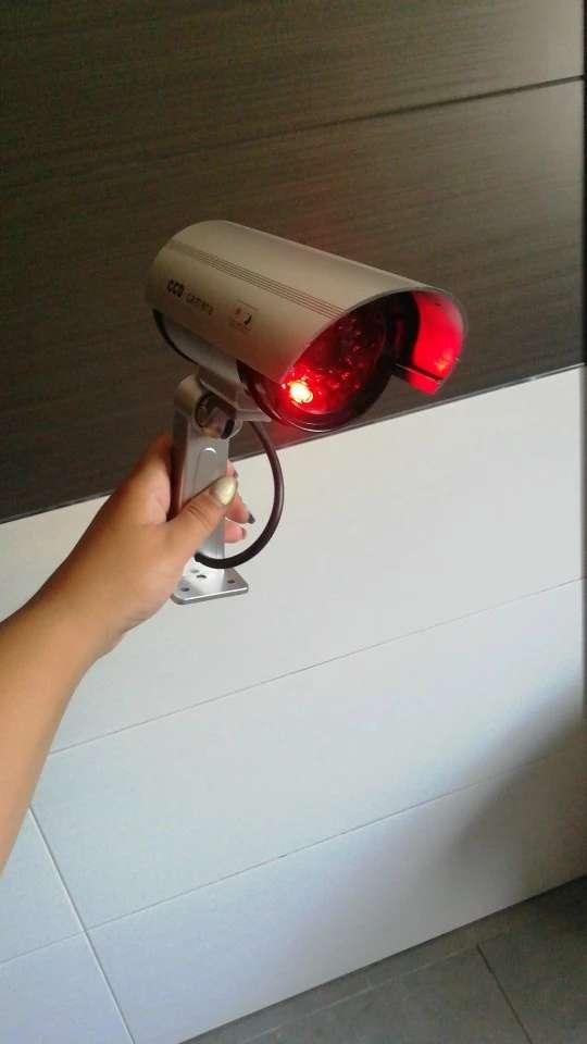 Imagen cámaras simuladas de vigilancia con led rojo