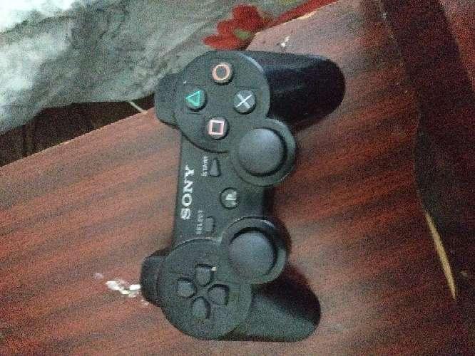 Imagen playstation 3 con mando y juegos