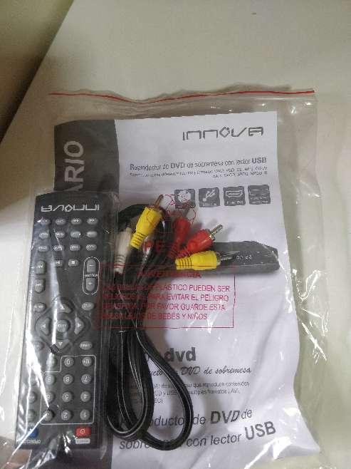 Imagen Mando y cables reproductor dvd