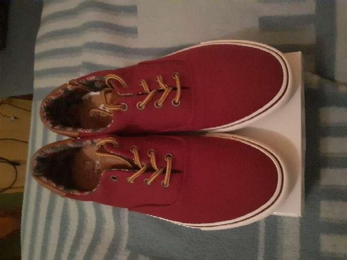 Imagen vender zapatos estás zapatillas nueva