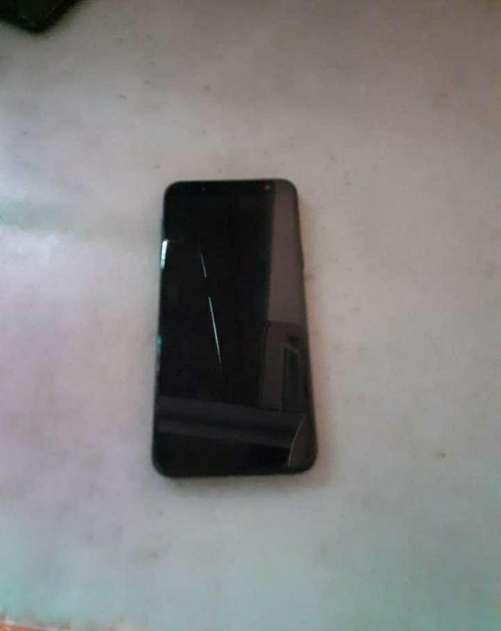 Imagen Samsung Galaxy j6 con 2 fundas.