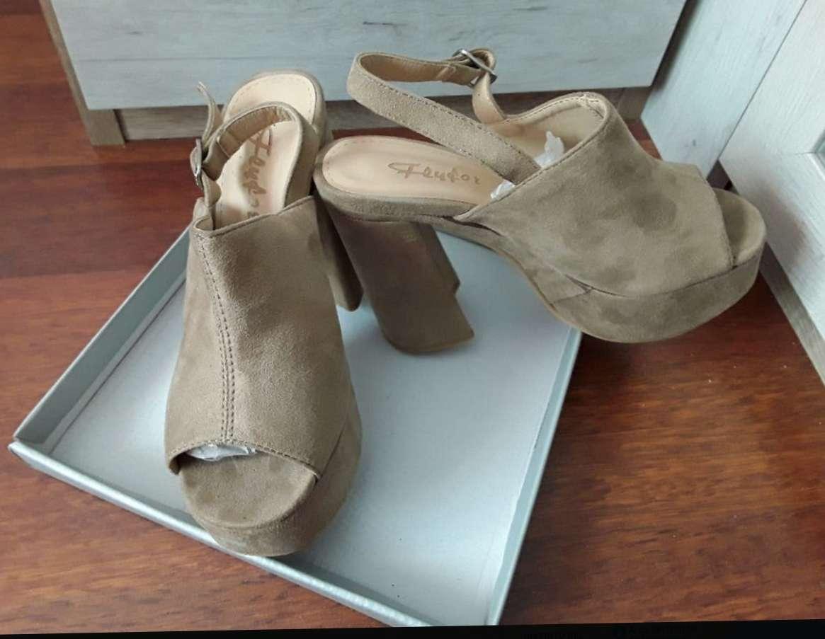 Imagen Zapatos talón ancho
