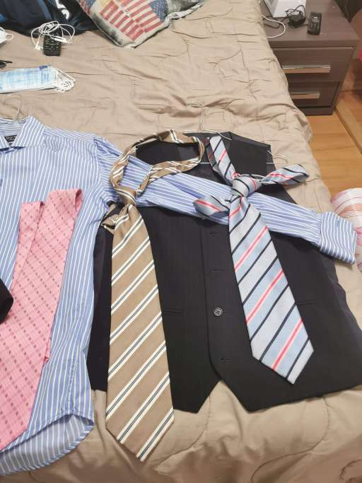 Imagen Vendo camisa y corbatas