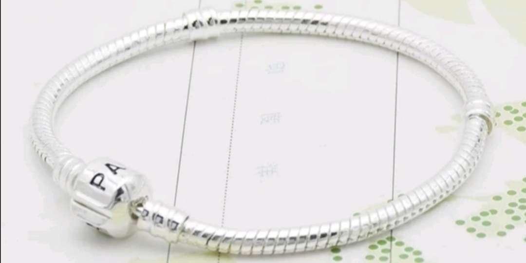 Imagen Pulsera de Plata para Charms Logo Pandora ideal regalo mujer