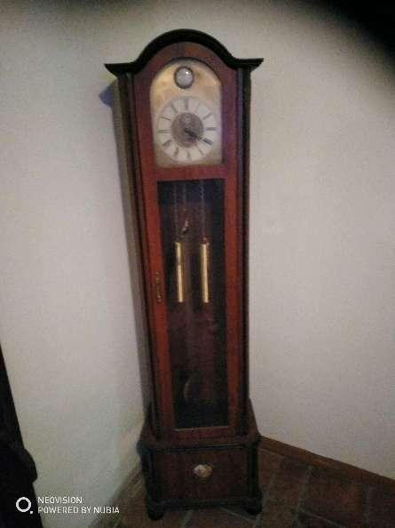 Imagen reloj de péndulo de antigüedad en perfecto estado