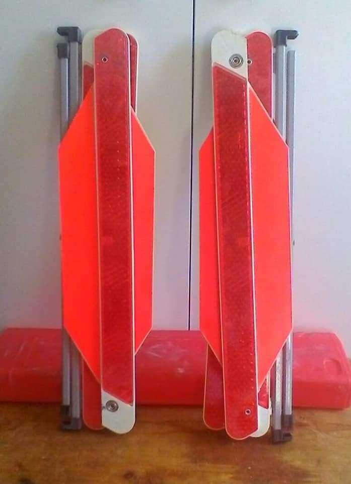 Imagen Triángulos y chalecos reflectantes