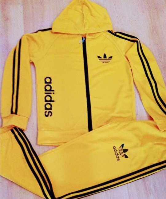Imagen Chándal amarillo Adidas
