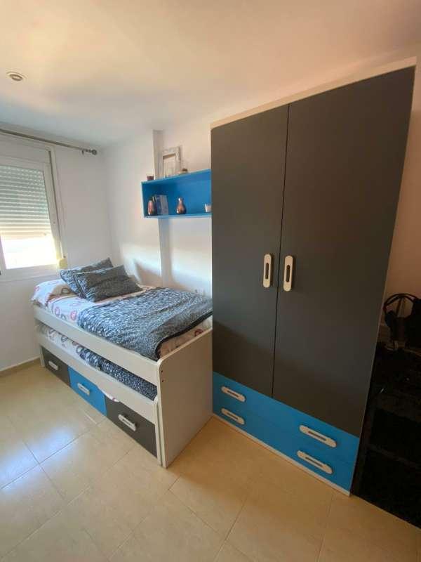 Imagen 2 camas con cajones y armario