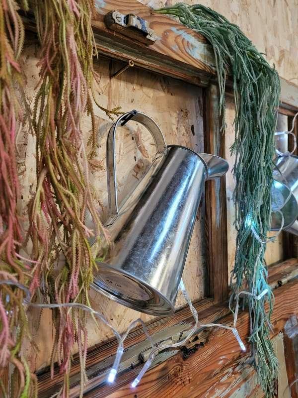 Imagen producto Ventana antigua restaurada.Decoracion plantas y regadoras 5