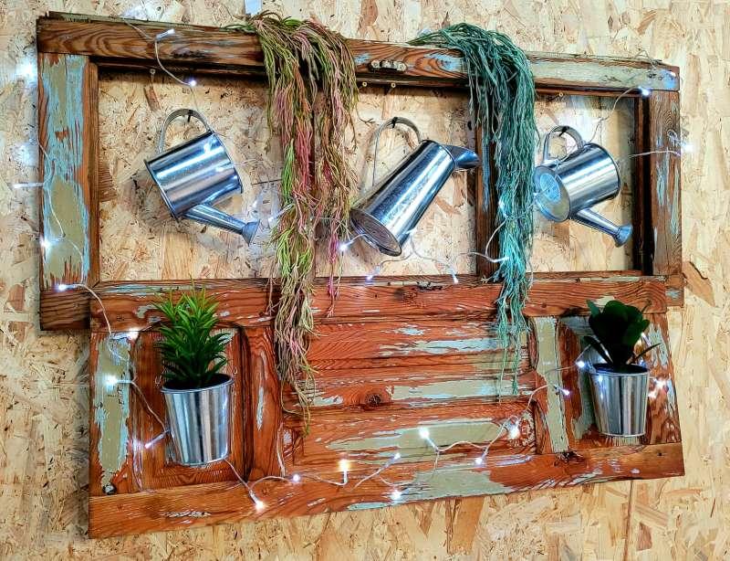Imagen producto Ventana antigua restaurada.Decoracion plantas y regadoras 4
