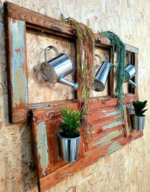 Imagen producto Ventana antigua restaurada.Decoracion plantas y regadoras 2