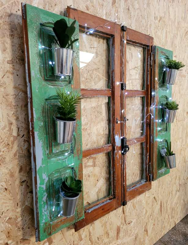 Imagen producto Ventana vintage restaurada decorada con plantas y luz 5