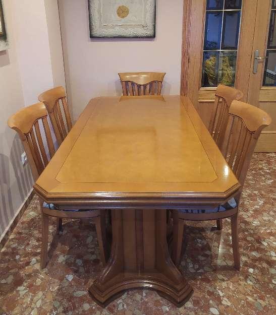 Imagen Mesa de madera de roble y sillas