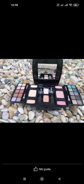 Imagen Paleta de maquillaje