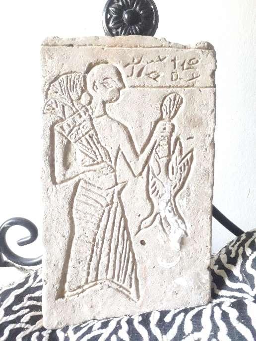 Imagen sacerdote egipcio  ofrenda