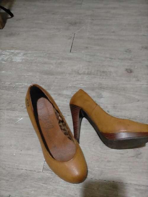 Imagen zapatos de mujer Mustang