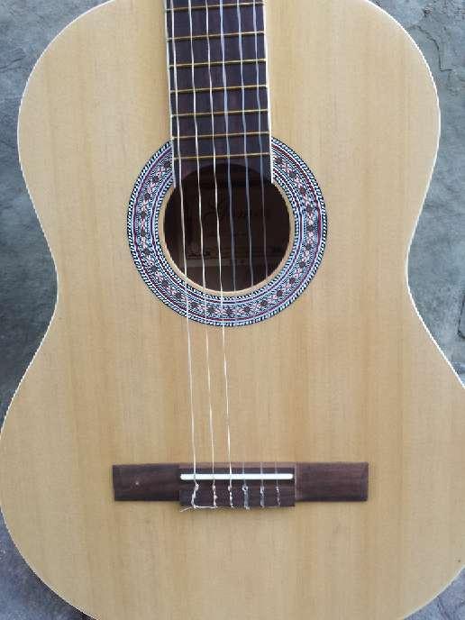 Imagen producto Guitarra de adulto gomez sin usar 4