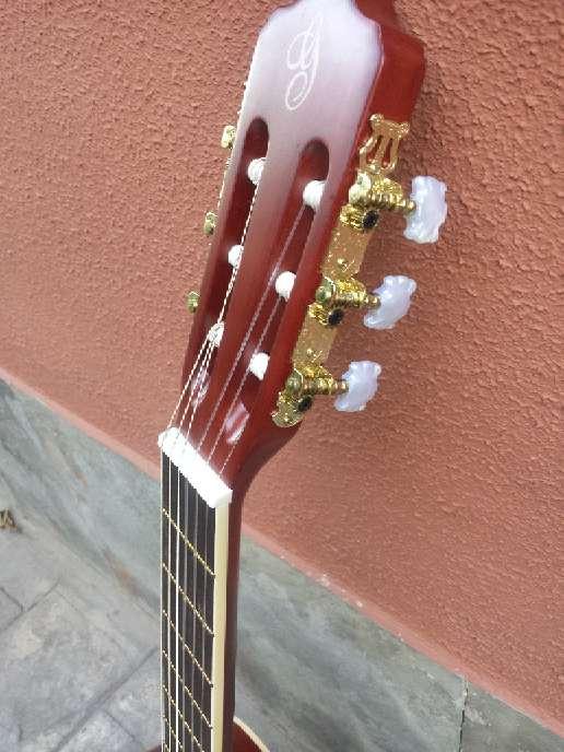 Imagen producto Guitarra de adulto gomez sin usar 3