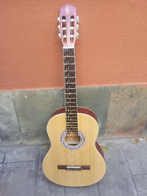 Imagen producto Guitarra de adulto gomez sin usar 8