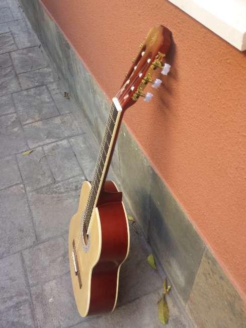 Imagen producto Guitarra de adulto gomez sin usar 10
