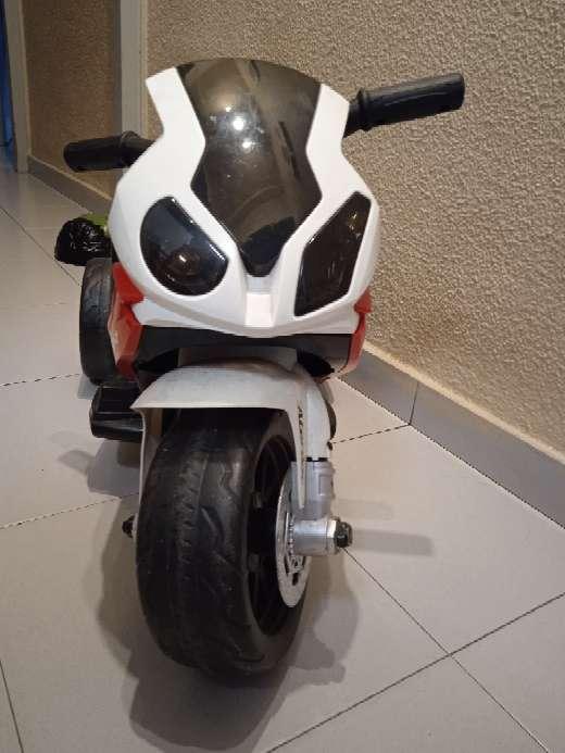 Imagen moto BMW niño/a