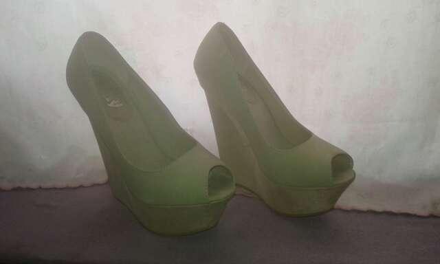 Imagen seis pares de zapatos