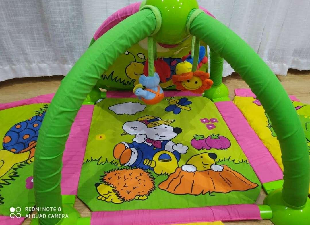 Imagen producto Manta tortuga con gimnasio 2