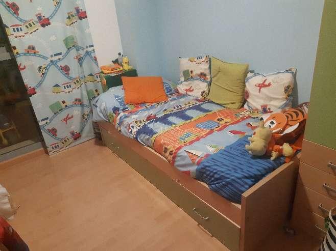 Imagen cama nido, estantería y armario