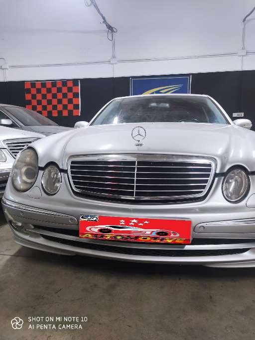 Imagen Mercedes Benz ClaseE 270 avantgarde automático  asientos de cuero negro Diesel 2005 260000 km aprox